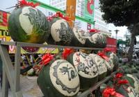 Nghề khắc... dưa hấu Tết kiếm bạc triệu ở Sài Gòn
