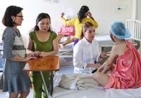 Trương Ngọc Ánh giúp nữ sinh bị tạt acid phẫu thuật gương mặt