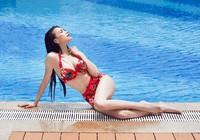 Trà Ngọc Hằng diện bikini khoe vòng eo con kiến