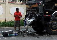 2 xe đầu kéo tông nhau 4 người bị thương