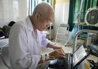 Nhà văn Nguyễn Khắc Phục: Nằm trên giường bệnh chữa ung thư vẫn say viết