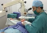 Mổ mắt miễn phí cho bệnh nhân nghèo Đồng Tháp