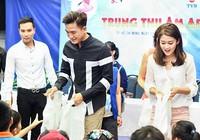 Sao TVB tặng quà trung thu cho trẻ mồ côi Việt Nam
