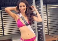 Phạm Hương đọ dáng bikini với các thí sinh Miss Universe 2015