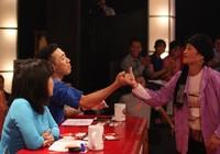 Chị Dần bán heo đi thi 'Thách thức danh hài' khiến Trấn Thành phải quỳ lạy
