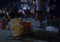 Đường phố Sài Gòn đầy rác sau màn pháo hoa