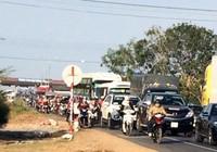 Kẹt xe nghiêm trọng tại trạm thu phí Sông Phan