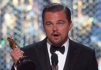 Leonardo DiCaprio lần đầu tiên chạm tượng vàng Oscar