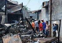 Cháy rụi 2 tiệm tạp hóa, thiệt hại tiền tỉ
