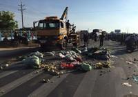 Xe tải chở rau gây tai nạn làm 3 người thương vong