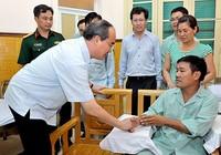 Ông Nguyễn Thiện Nhân thăm phi công Nguyễn Hữu Cường