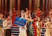 Trần Thị Thu Ngân đoạt vương miện Hoa hậu Bản sắc Việt toàn cầu lần đầu tiên