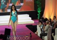Hình ảnh Lệ Hằng bị sự cố tại Miss Universe 2017