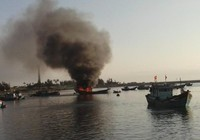 Cháy 2 tàu cá, thiệt hại trên 7 tỉ đồng