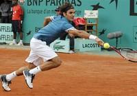 Federer tốc hành, Kuznetsova suýt thua