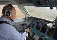 Putin lái máy bay đi dập lửa