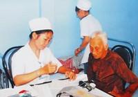 TP.HCM: Gần 450.000 thẻ BHYT cho người nghèo