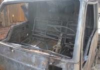 Xe tải bốc lửa, cháy lan vào nhà dân
