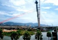 Hợp long cầu Trần Thị Lý bắc qua sông Hàn