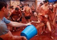 Đỏ rực lễ hội ném cà chua ở Tây Ban Nha