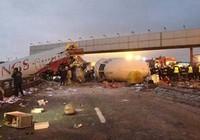 Nga: Máy bay vỡ tan khi hạ cánh, ít nhất 4 người chết