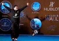 Maradona trổ tài kiếm nửa triệu USD làm từ thiện