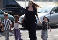 """Tiết lộ mới cực """"sốc"""" về quá khứ của Angelina Jolie"""