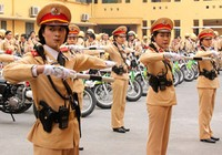 """Hà Nội: Nữ CSGT """"ra trận"""""""
