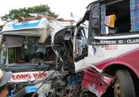 Hai xe khách đối đầu, sáu người bị thương nặng