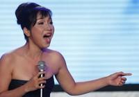 Mỹ Linh hát trong Chung kết Miss Earth