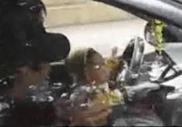 Phát hoảng với cảnh bé 1-2 tuổi lái taxi trên phố