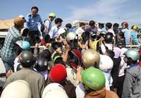 Đà Nẵng: Dân tranh giành đổi mũ bảo hiểm mới