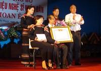 Ca sĩ Y Moan đón nhận danh hiệu Nghệ sĩ nhân dân