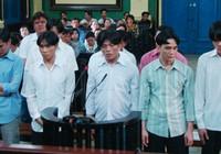 Cướp tiệm vàng, 12 bị cáo hầu tòa