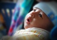 Hơn 200 bà mẹ trình diễn cho con bú sữa mẹ
