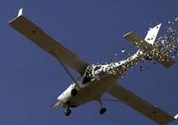 Máy bay rơi xuống nhà dân, 3 người thiệt mạng