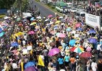 Phe áo vàng biểu tình