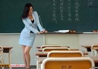 Con học dốt vì cô giáo quá ... xinh