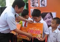 Gần 1.600 suất học bổng cho học sinh nghèo