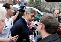 George Clooney bị bắt