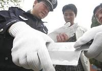 Cảnh sát Bắc Kinh huấn luyện học sinh xịt hơi cay