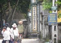 Tấm biển thơ độc đáo ở làng Chùa