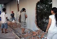 Chủ tiệm vàng thuê người đập phá nhà đậu xe hàng xóm