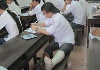 Nghệ An: Bó bột vẫn đi thi tốt nghiệp