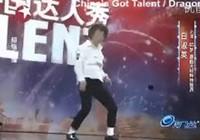 Cụ bà nhảy kiểu Michael Jackson