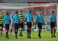 Euro 2012 và Champions League sẽ có 5 trọng tài