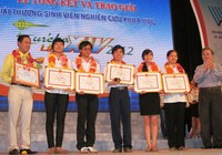 Dâng hương tưởng niệm liệt sĩ Trần Văn Ơn