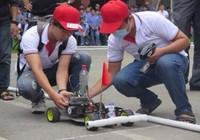 'Kịch tính' cuộc đua ô tô mô hình tự chế của sinh viên