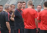 Van Gaal lo lắng điều gì trước trận derby Manchester?