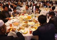 Đám cưới 600 khách lạ không mời mà đến